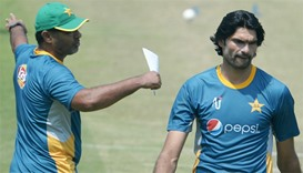 Pakistan coach backs Afridi on India love row