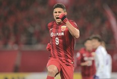Elkeson double fires Shanghai top