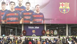 Barcelona players, officials, fans pay homage to Cruyff