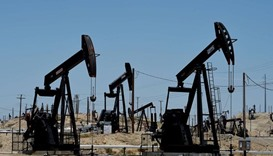Oil prices continue dip with stronger dollar