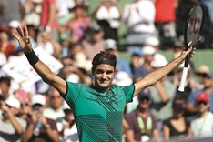 Peerless Federer rolls on with win over del Potro