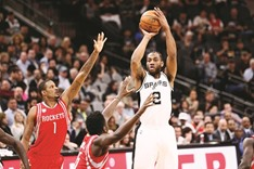 Leonard the spur as San Antonio down Rockets 112-110