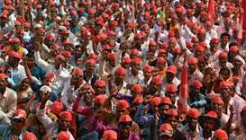 Thousands of Indian farmers protest in Mumbai