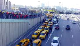 Angry Istanbul taxi drivers seek to block Uber