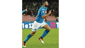 Albiol keeps Napoli's title hopes burning