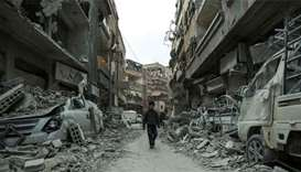 Air strikes resume in Syria's Ghouta as aid convoy enters