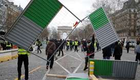 Yellow vest 'ultimatum' rally turns violent in Paris