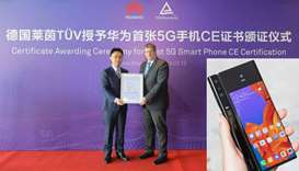 Bruce Lee, vice-president of Handset Business of Huawei Consumer Business Group, and Stefan Kischka,