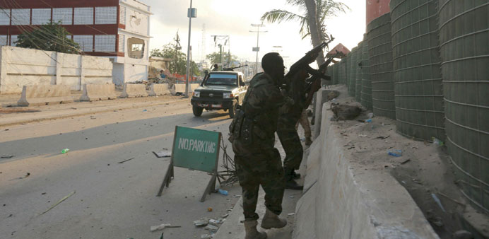 Somali soldiers take up positions outside a hotel in Mogadishu during a firefight with Islamist Sheb