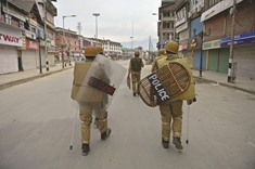 Protester killed in Kashmir clashes