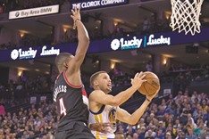 Curry pours in 39 as Warriors trounce Trail Blazers 136-111