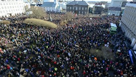 New Iceland government to take over, protests continue