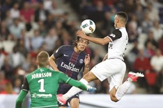 Cavani's PSG stay in touch with Monaco