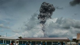 Smoke and ash as Indonesian volcano erupts again