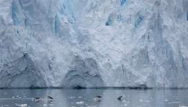 UK, US study Antarctic glacier, hoping to crack sea level risks
