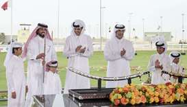 Amir honours winners of Arabian Camel Festival
