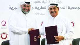 Yousif bin Ahmed al-Kuwari and Rashid bin Nasser al-Nuaimi at the signing ceremony.
