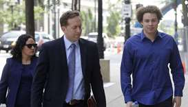 Marcus Hutchins (R) arrives with his lawyers Marcia Homann (L) and Brian Klein (C) at US Federal Cou