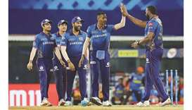 Hardik Pandya of Mumbai Indians (second from right) celebrates the run out of Sunrisers Hyderabad's