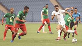 Sadd's forward Baghdad Bounedjah (2nd-R) passes the ball during the AFC Champions League group D mat