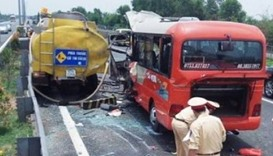 Vietnam bus smash