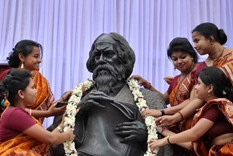 Leaders pay tribute to Tagore via Twitter