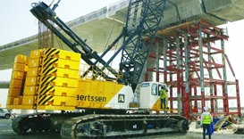 Finishing works at the bridge on the northern access to the Hamad Port