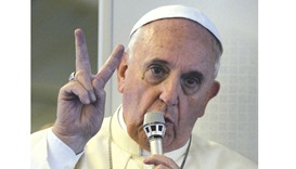 Pope defends migrant camp remarks