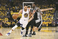 Curry scores 29 as Warriors crush Spurs to lead series 2-0