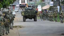 Police special forces prepare to assault the hide-out of militants near the city hall in Marawi