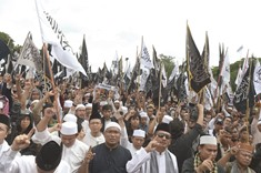 Indonesia set to disband hardline Islamist group