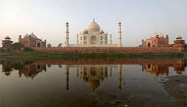 Pollution turns India's Taj Mahal yellow and green