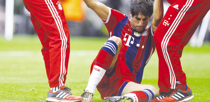 Munich's Martinez ruptures knee ligament, out for months