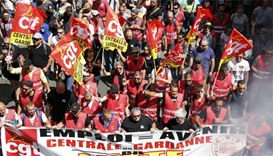 Thousands converge on Paris to protest against changes to labour law