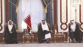 Emir hosts banquet