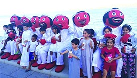 Ooredoo distributes water, dates along Corniche