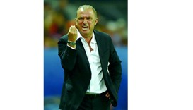 Terim on the edge as Turkey seek late redemption