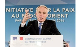 France steps into Mideast peace void