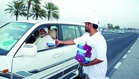 Motorists get snack boxes to break fast
