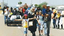 Syrians refugees head home on foot for Eid