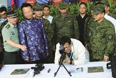 China donates arms for fight against militants
