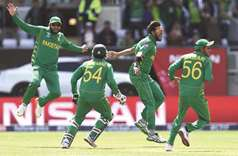 Bowlers shine as Pakistan fight back against South Africa