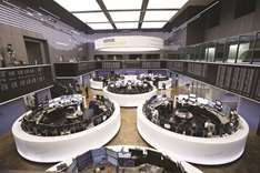 Stock markets worldwide fall as trade wars get real