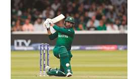 Pakistan ease to victory to end South Africa's hopes