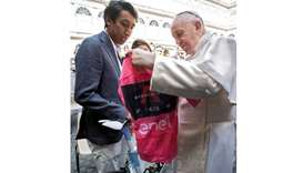 Pope Francis receives the Giro d'Italia pink jersey from Colombian rider Egan Bernal at the Vatican