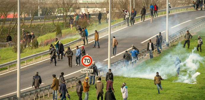 French police forces attempt to disperse migrants and refugees