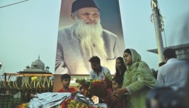 Thousands attend state funeral for Edhi in Karachi