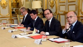 Hollande meets religious leaders amid row over security