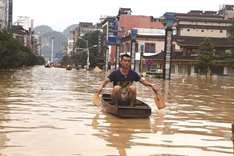 Southern China reels from floods as heat hits north