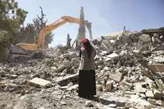 Palestinians raze homes to stop Israelis moving in